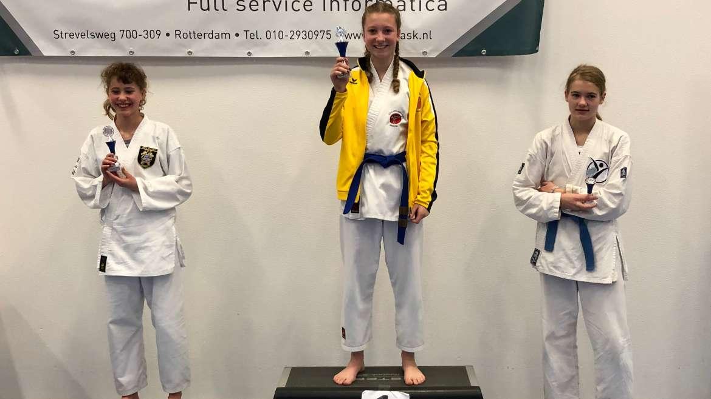 14 medailles tijdens toernooi van Karate Moerdijk